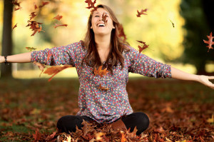autumn-fall-girl-leaves-photography-Favim.com-49638_large